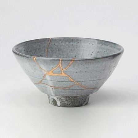 Tea_bowl_fixed_in_the_Kintsugi_method